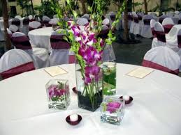 table decoration for wedding party round table with white tablecloth combined by purple flower on