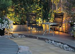 how to design garden lighting privacy screen lighting walkway pinterest gardens small