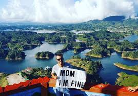 traveling around the world images Guy uses sign to assure his mom he 39 s okay while traveling around jpg