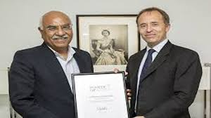point of light award queen recognises pakistani volunteer with commonwealth points of
