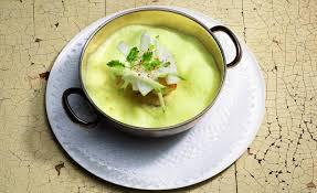 cuisiner la lotte au curry cuisinée en cocotte au curry de madras et risotto par cyril lignac