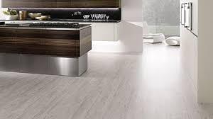 bodenbeläge küche küchenwand und küchenboden die materialien im überblick