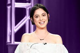 Cast For Seeking Rosa Salazar Talks Seeking And The Dynamite