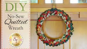 diy no sew quilted christmas wreath with jennifer bosworth of