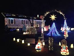 christmas light show ct guilford man s amazing christmas lights raise money for charity