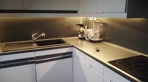 ruban led cuisine eclairage plan de travail de cuisine avec un ruban de led au fil