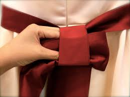 tie ribbon tying a bow a step by step guide olive suite weddings