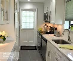 shaker style kitchen cabinets white white shaker style cabinets in a galley kitchen masterbrand