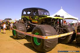 original grave digger monster truck unnamed u0026 untamed monster trucks wiki fandom powered by wikia