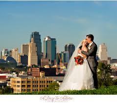 photographers in kansas city wedding photographers kansas city kirsten alex hobbs building
