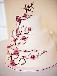 hochzeitstorten deko hochzeitstorte mit dekorativem kirschblütenzweig inspiration