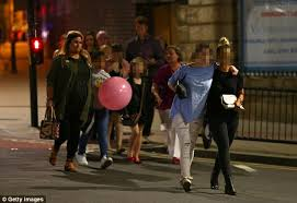 The Manchester Foyer Manchester Arena Terror Attack Witnesses Reveal Horror Daily