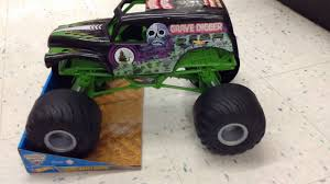 monster truck grave digger video new wheels monster jam giant grave digger 1 10 scale youtube