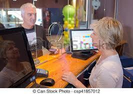 le bureau banquier client compteur assister banquier bureau photographie de