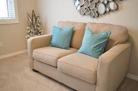 canapé pour petit salon savoir adapter un canapé déco à la dimension de salon