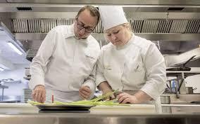 chef de cuisine étoilé le parisien magazine ré elles se débrouillent comme des