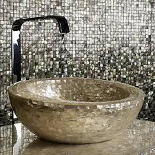 mosaik im badezimmer schicke badezimmer fliesen glänzende mosaik mit edlem look
