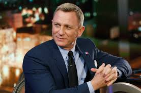 daniel craig shocks fans with appearance what happened to