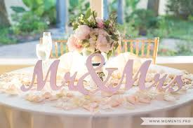 bride and groom sweetheart table mr and mrs head sweetheart table photo by moments wedding