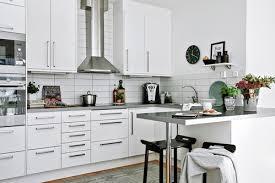 poign s meubles cuisine relooker meuble cuisine fabulous la crdence de la cuisine with