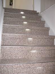 steinteppich verlegen treppe steinteppich hellgrau weiss aussenbereich treppe edelstahlschienen
