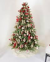 christmas tree decorating 28 creative christmas tree decorating ideas martha stewart