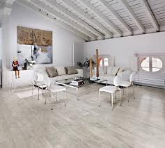 is laminate flooring cheaper than carpet