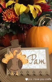this cricut thanksgiving place card has a turkey cut from the create