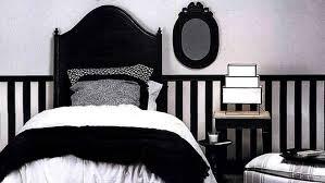 chambre noir et blanche les erreurs à éviter avec une déco en noir et blanc