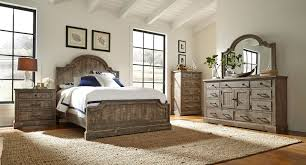 Palm Court Bedroom Furniture Furniture Palm Court 4 Pc King Low Poster Bedroom Set Island