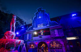 busch gardens halloween horror nights fiendishly frightening halloween festivities in the theme parks