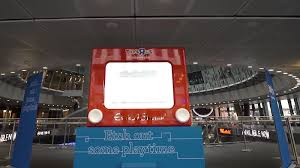 toys u201dr u201dus u0027 giant etch a sketch opens up play to the public lbbonline