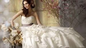 wedding trends renting your wedding dress