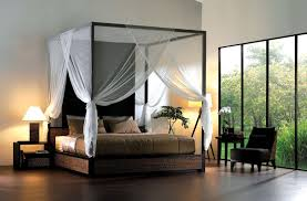 simpe bedroom decorating with king size canopy bed with curtains
