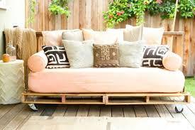 schönes sofa aus paletten selber bauen moderne gartenmöbel