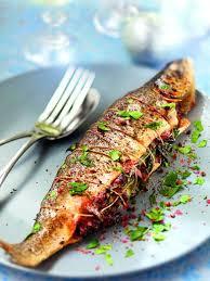cuisiner un saumon entier saumon farci au lard et au cèpes recette saumon farci recette