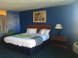 Tradewinds Bedroom Furniture by Trade Winds Inn Clinton Clinton Ok United States Overview