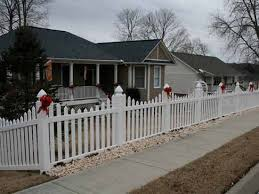 Christmas Fence Decorations White Picket Fence Decorated For Christmas Home Decor 2017