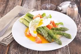 cuisine asperge recette asperges vertes aux œufs mollets