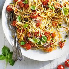 cuisiner des tomates cerises spaghettis aux tomates cerises et aux courgettes ricardo