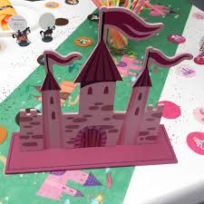 deco de table pour anniversaire décoration princesse et chevalier déco de table de salle