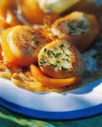 cuisiner des noix de jacques noix de jacques aux pommes de terre safranées pour 4 personnes