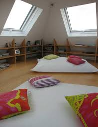 meuble chambre mansard chambre mansardée idées pour chez nous chambre