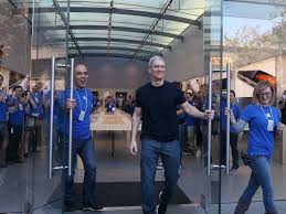 tim cook is giving apple employees thanksgiving week after a