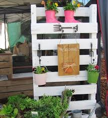 Vertical Flower Bed - easy vertical garden diy ideas for small spaces