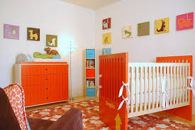 chambre bebe orange chambre enfant chambre de bébé moderne lit bebe commode orange