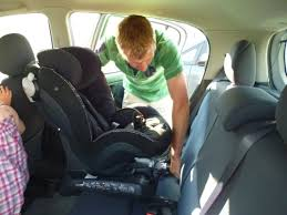 siège auto bébé dos à la route le siège auto izi combi de bébé 9 mamanstesteuses2012