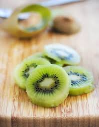 Decorative Ways To Cut Strawberries A Nifty Trick How To Peel And Cut Kiwi Fruit U2022 Steamy Kitchen Recipes