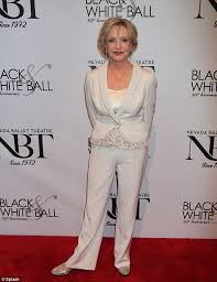does florence henderson have thin hair brady bunch star florence henderson wows in white trouser suit at