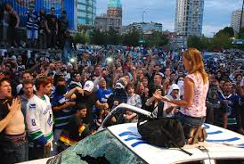 Vancouver Riot Kiss Meme - hockey cop archives miss congeniality arrested in canuck riots